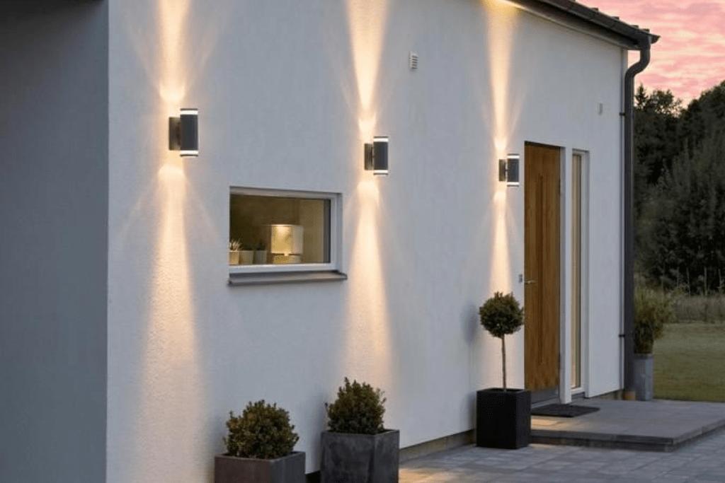 Pourquoi une applique solaire avec downlight